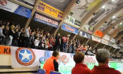 Kibice Wisły podczas meczu Euroligi z ZVVZ USK Praga