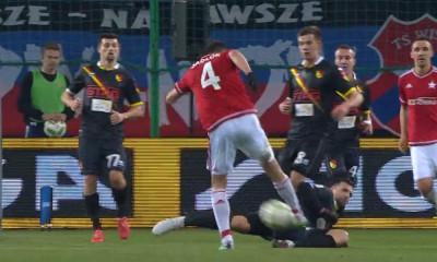 Maciej Sadlok trafia na 1:0 w meczu z Jagiellonią