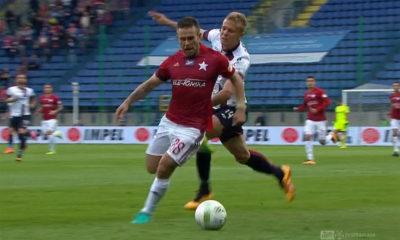 Akcja Patryka Małeckiego przy golu na 1:0 Pawła Brożka